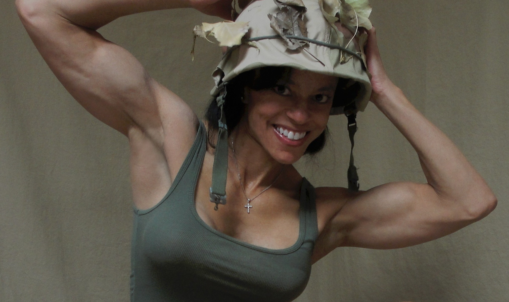 Muscled Soldier Finds Time For Great Webcam Show