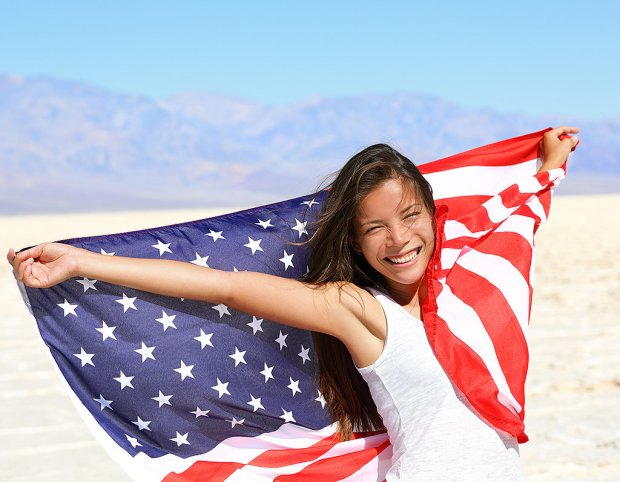 adea82bfd7f8b214_patriotic-woman-with-flag.xxxlarge